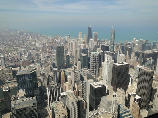 Skydeck Chicago - Willis Tower : A hazy day