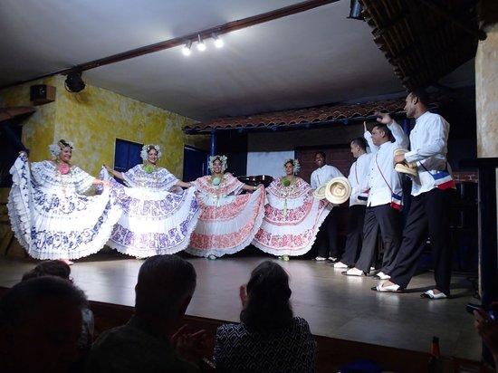 Tinajas: The dancers