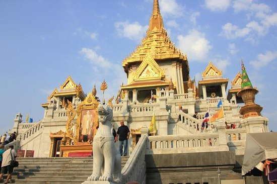 Wat Traimit - Picture of Temple of the Golden Buddha (Wat Traimit), Bangkok -...