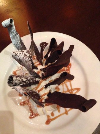 Emeril's Tchoup Chop: Top of the banana cream pie!