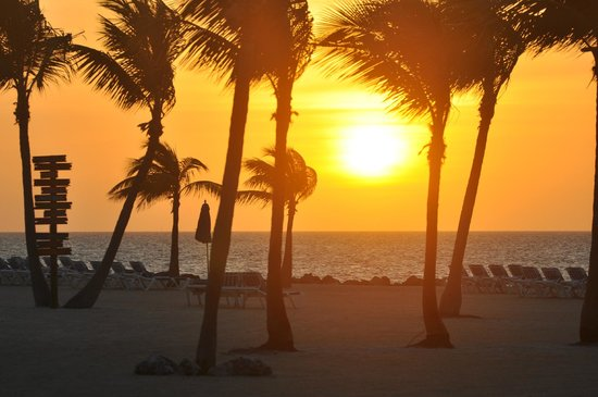 Islander Resort : A beauteful sunrise seen from our balcony