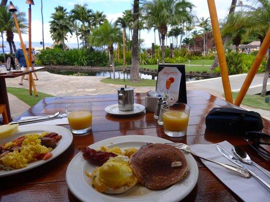 Sheraton Maui Resort & Spa: Breakfast at the hotel