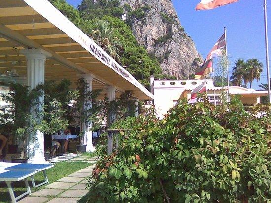 Hotel Weber Ambassador Capri : у бассейна с джакузи