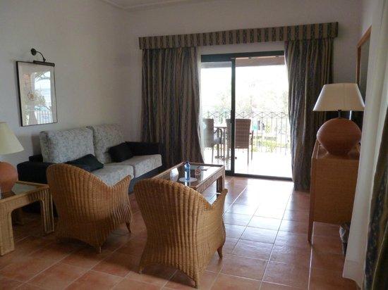 Botel Alcudiamar Hotel: Suite (Wohnzimmer)