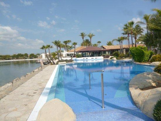 Botel Alcudiamar Hotel: Pool - direkt am Meer
