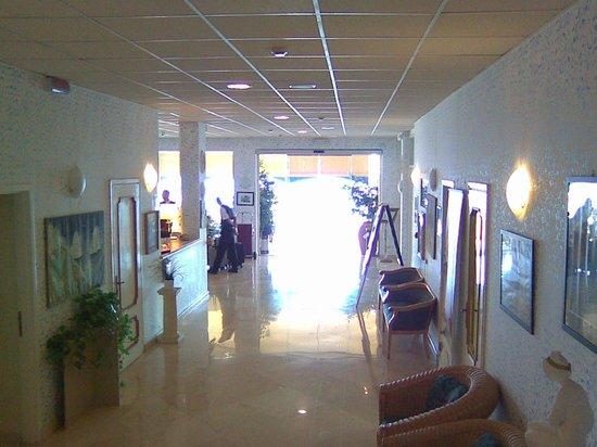 Hotel Weber Ambassador Capri : часть холла
