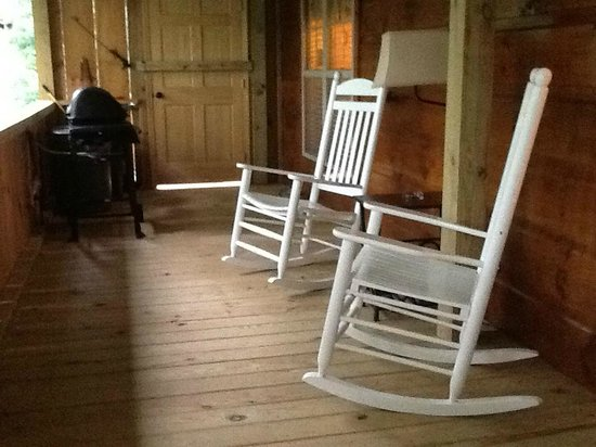 Cabins of Asheville : Nice porch for relaxing - they even have an electrical outlet