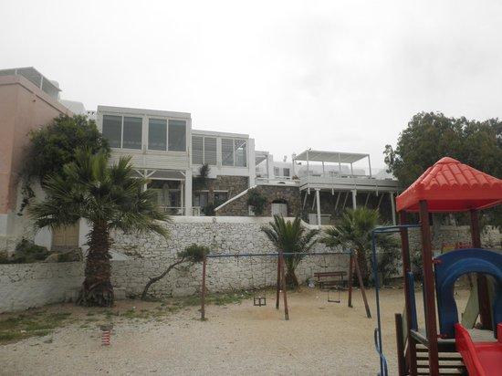 Semeli Hotel: Scorcio dell'hotel da un parco pubblico sottostante
