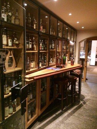 Hotel Waldhaus Am See: Whisky bar