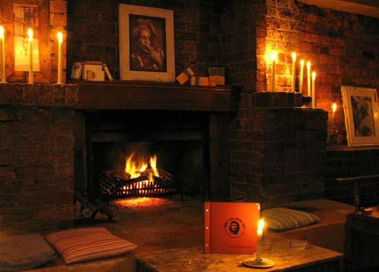 with 3 fireplace its a stunning winter spot, so warm and cosy ...