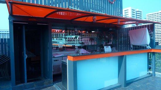 Hotel Solo Sukhumvit 2 : Pool Service Area