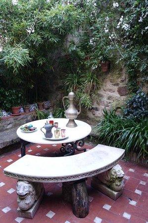 Casa Museo Arabe de Caceres Yussuf al Burch: Courtyard garden