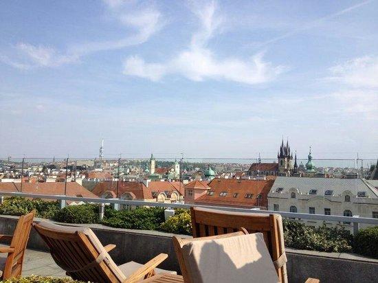 InterContinental Prague: Ausblick von der Dachterrasse auf Prag