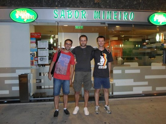 Sabor Mineiro: Io e i miei amici all'ingresso