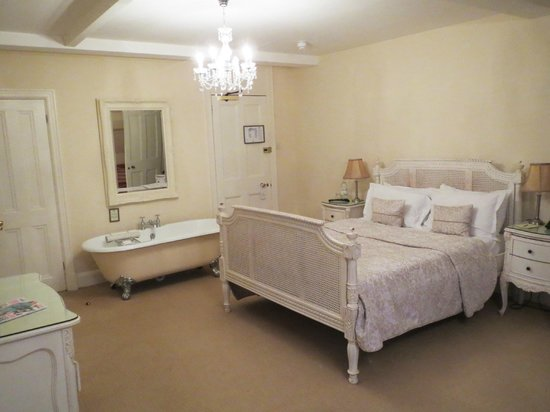 Rushton Hall Hotel and Spa: Wonderful free-standing bath