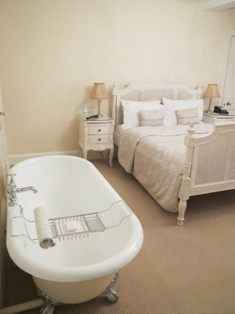 Rushton Hall Hotel and Spa: Beautifully decorated