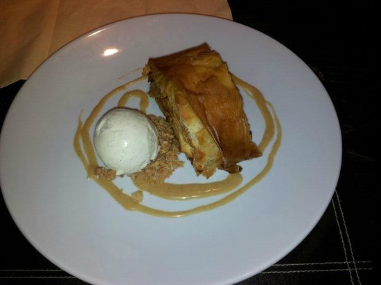 The Diggers Rest: Apple strudel with vanilla ice cream and toffee sauce.