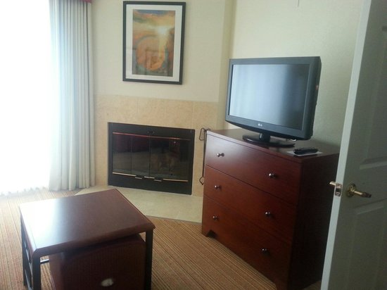 Residence Inn San Diego Rancho Bernardo/Carmel Mountain Ranch : living room with fireplace