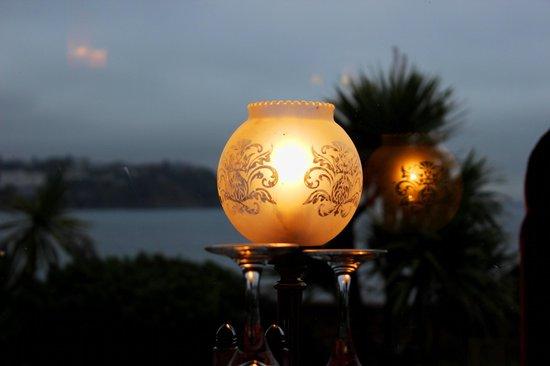 Corbyn Head Hotel: Lamp light