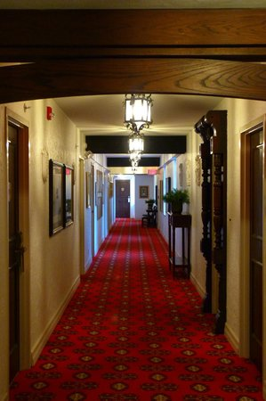 The Cheshire: Hallway towards the rooms