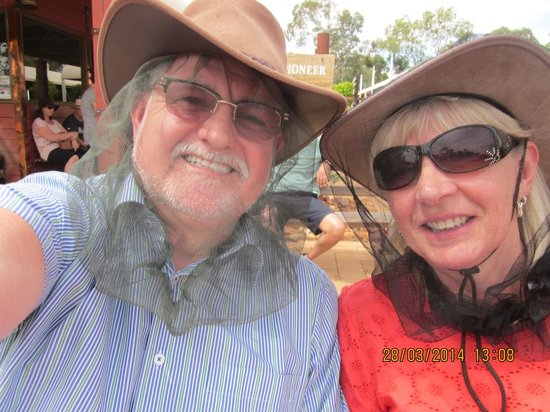 Outback Pioneer Hotel & Lodge, Ayers Rock Resort : Wear a face net and make life more tollerable
