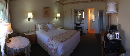 Sundown Inn: Queen guest room