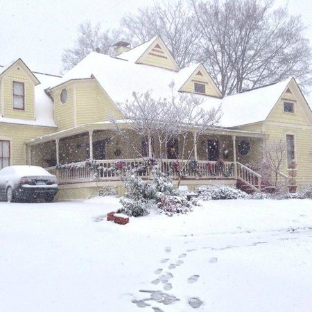 McKinney Bed and Breakfast: Snow Done RIght!