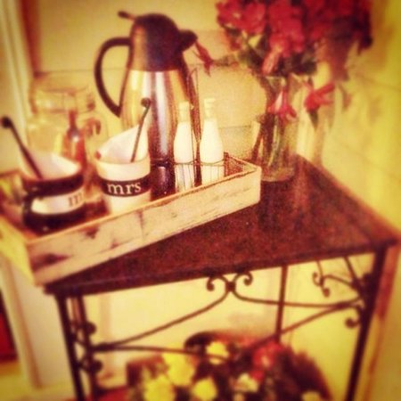 McKinney Bed and Breakfast: Coffee tray outside your door each morning!