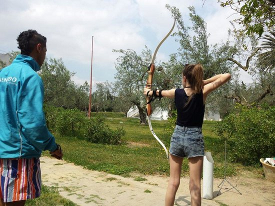 SENTIDO Phenicia : The archery with Coco.