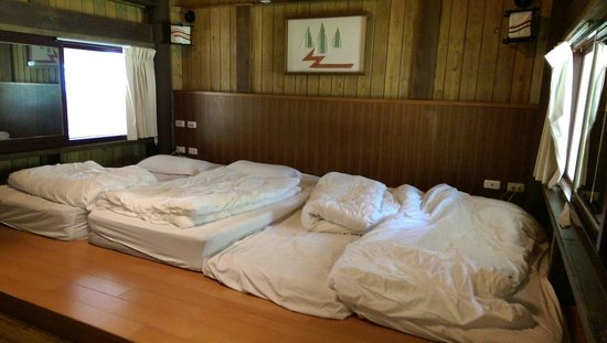 Taroko Village Hotel: Kind of like bedrooms in Japan; nice heated pads for each mattress