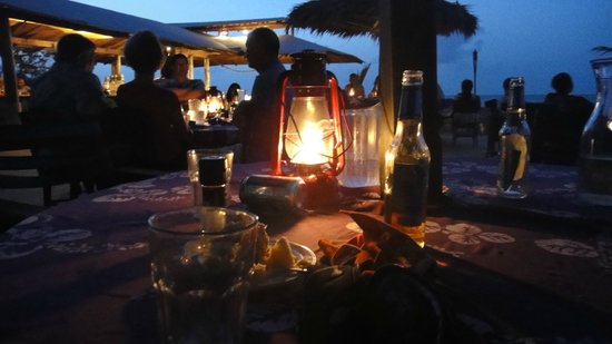 Small Hope Bay Lodge : Lugar de cena a la luz del farol , unicooo