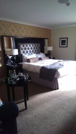 The Old Mill Inn: bedroom