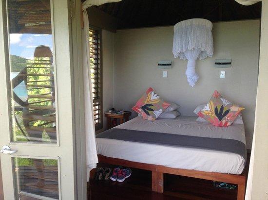 Nanuya Island Resort: Room´s bed.