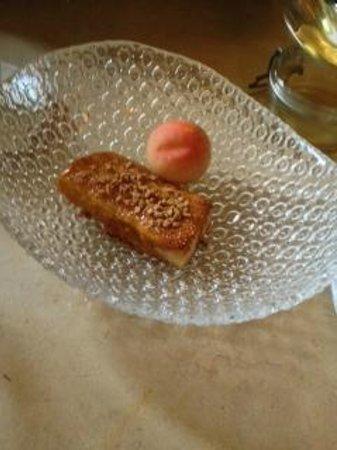 Mont Bar: Torrija de cerezas con albaricoque crujiente