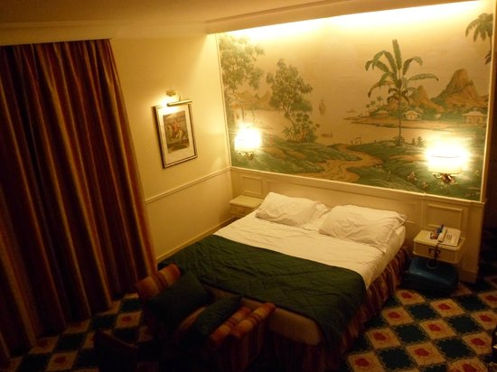 Donna Laura Palace Hotel: Room - evening
