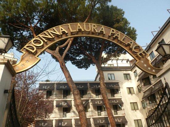 ดอนนาเลาราพาเลส: DLP Entrance