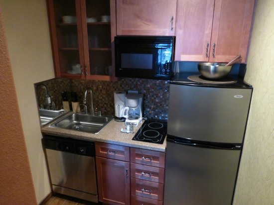 Americana Village : Kitchenette