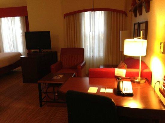 Residence Inn Gainesville I-75 : Work Desk and Living Area - Very Functional