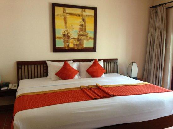Palm Garden Beach Resort & Spa: big bed