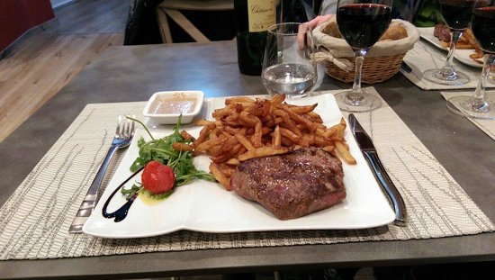 Лаваль, Франция: Pièce du boucher et frites maison