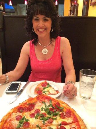Trattoria Reggiano: Great pizza!!