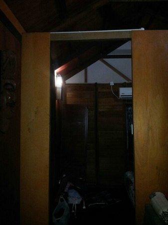 Huda Inn : لايوجد باب بين الغرفة والصالة There is no door to the bedroom