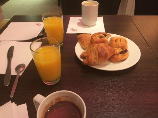 Thon Hotel Slottsparken: petit déjeuner