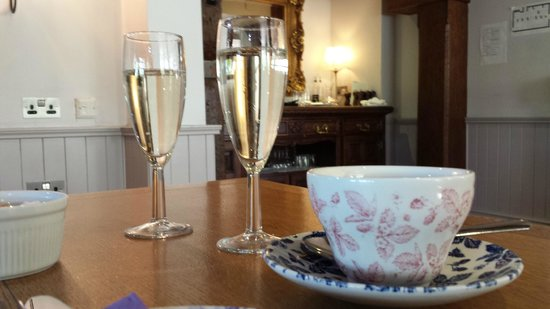 The Mill Hotel: Afternoon Tea & Bubbly
