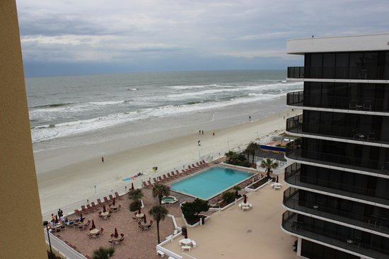 Hampton Inn Daytona Beach/Beachfront: View from our 8th floor room (king size bed)