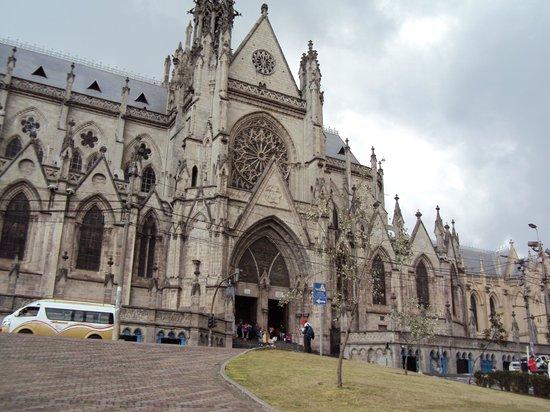 Basílica del Voto Nacional: exterior