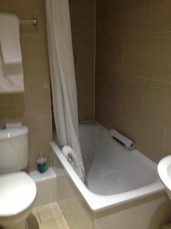 Hilton Birmingham Metropole Hotel: Bathroom
