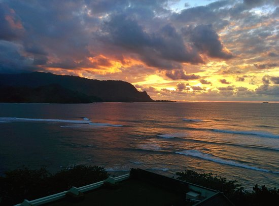 St. Regis Princeville Resort: Sunset from the terrace