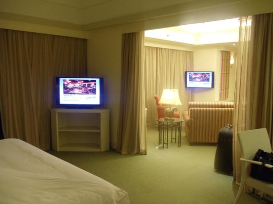 Sutera Harbour Resort (The Pacific Sutera & The Magellan Sutera): Shows 2 rooms bedroom and sitting area