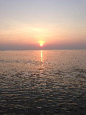 Anantara Hua Hin Resort : Sunrise at the beach